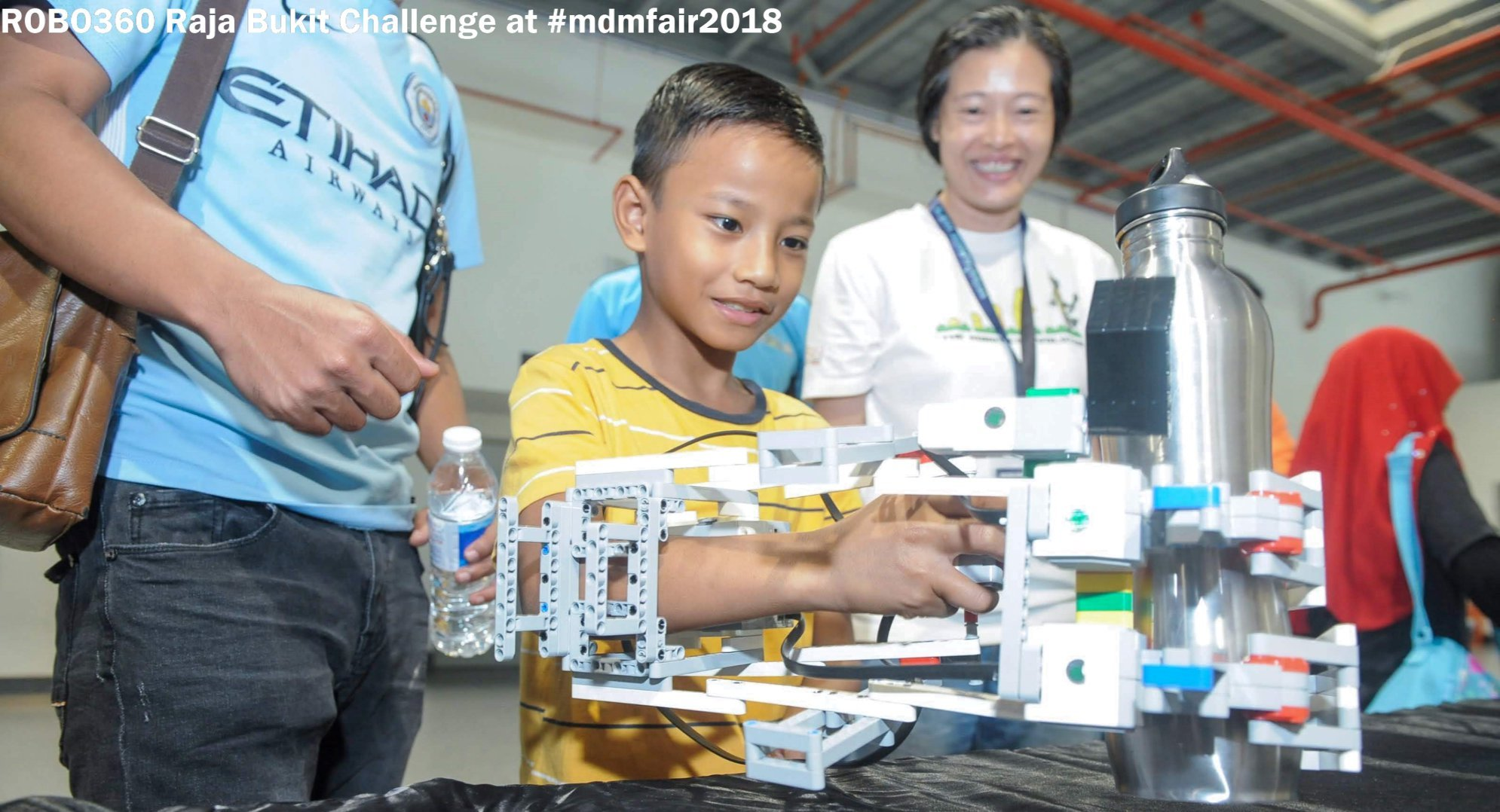 STUDENT PARTICIPATE ROBOTICS COMPETITION IN CLASS